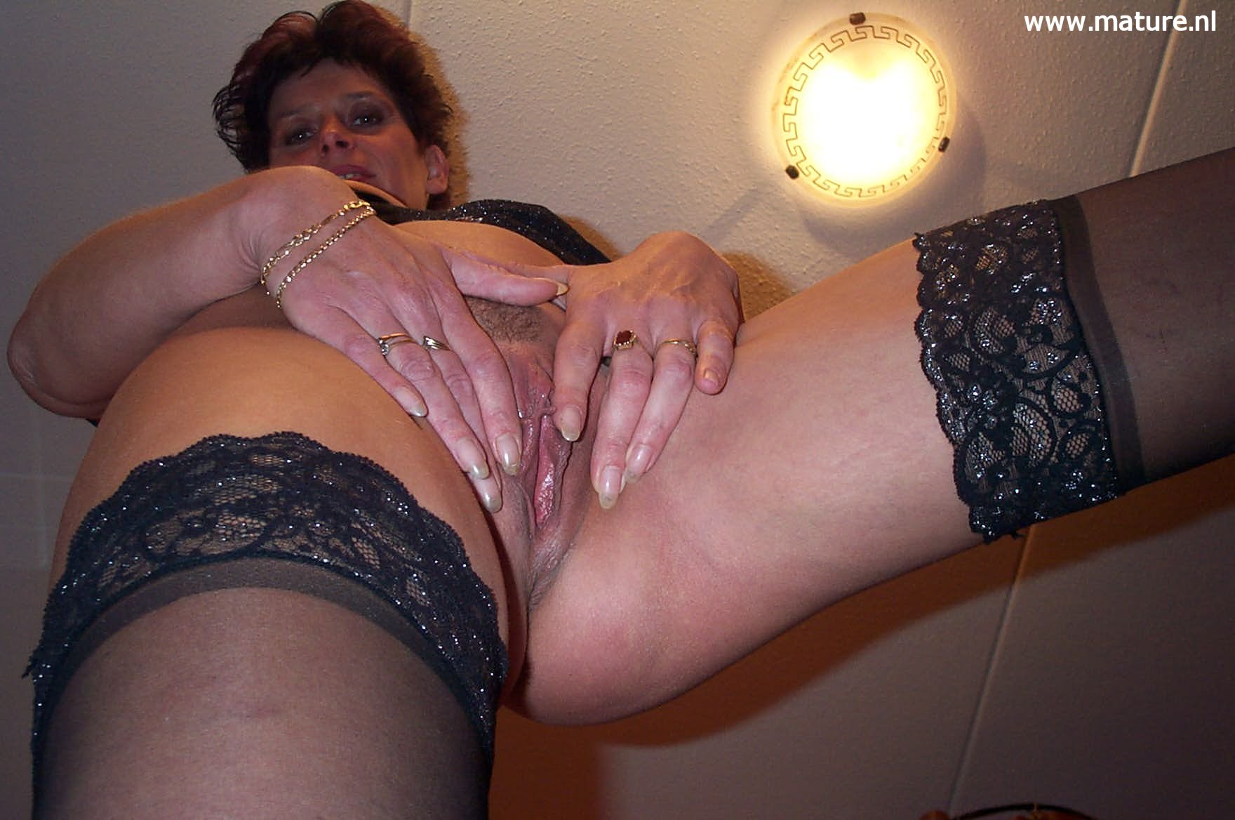 amateur mature wife pussy show